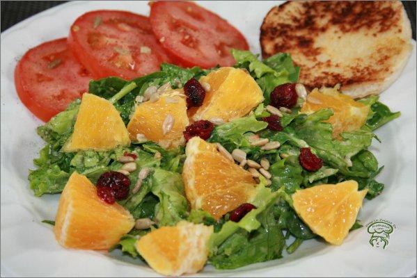 Salade et épinards avec orange et canneberges