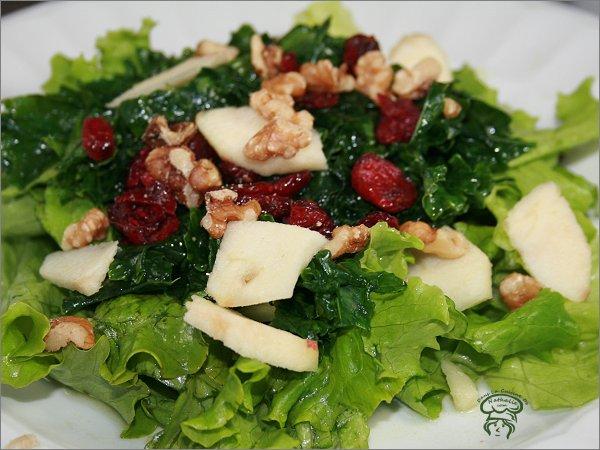 Salade de chou kale et sa vinaigrette aux pommes
