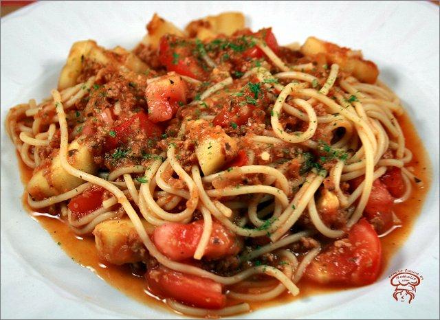 Spaghetti épicé aux courgettes et pesto