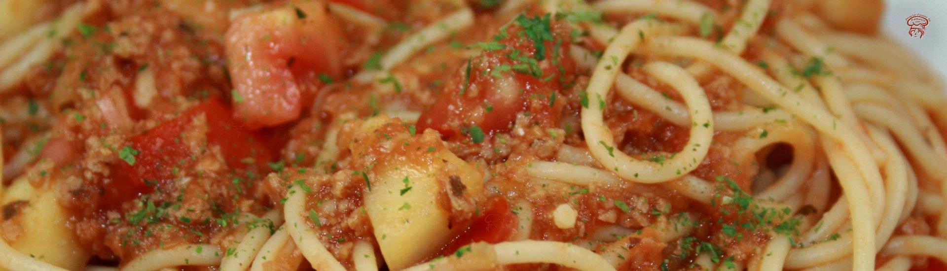 Spaghetti épicé aux courgettes et tomates