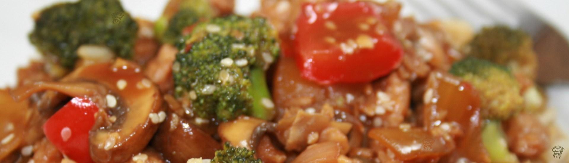 Sauté de brocoli, champignons et protéines de soja à l'asiatique