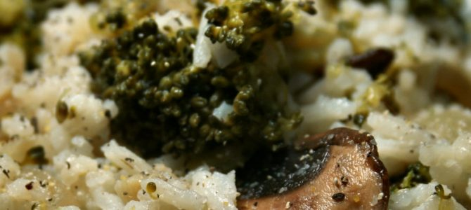 Riz basmati aux brocolis, champignons et oignons