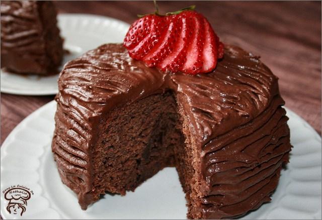 Gâteau au chocolat et son glaçage fouetté