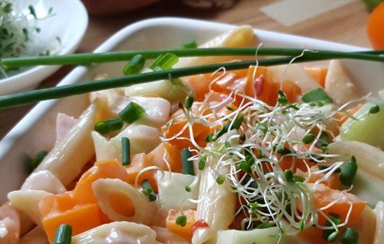 Salade de penne aux poivrons et concombres