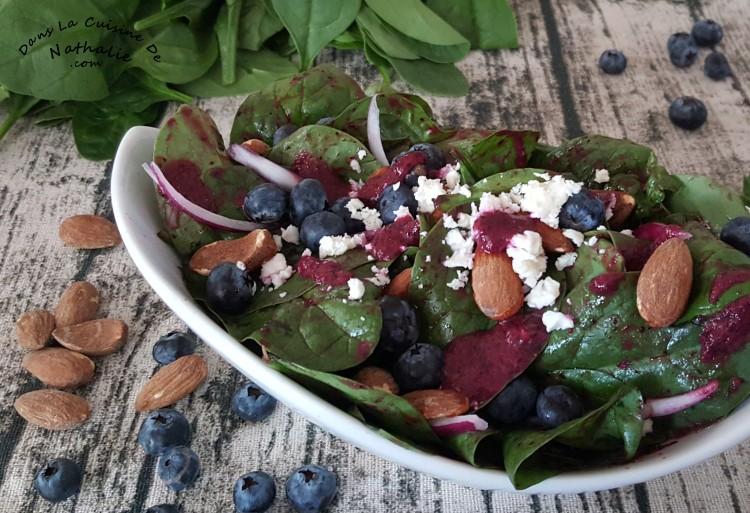 Salade et vinaigrette aux bleuets