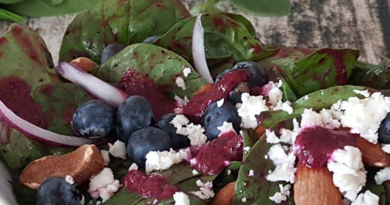 Salade aux épinards et sa vinaigrette aux bleuets