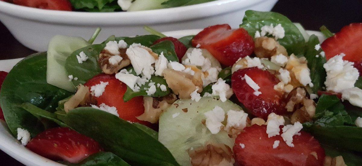 Salade aux fraises, concombres et épinards