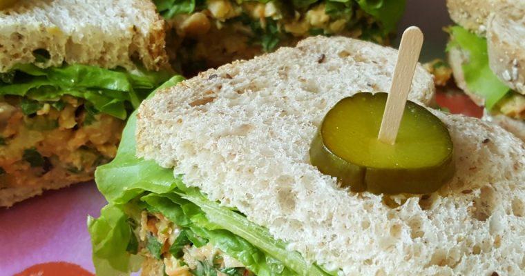 Sandwich aux légumes et pois chiches