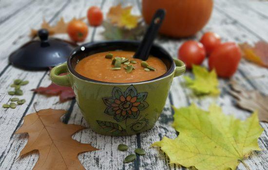 Potage à la citrouille et aux tomates rôties